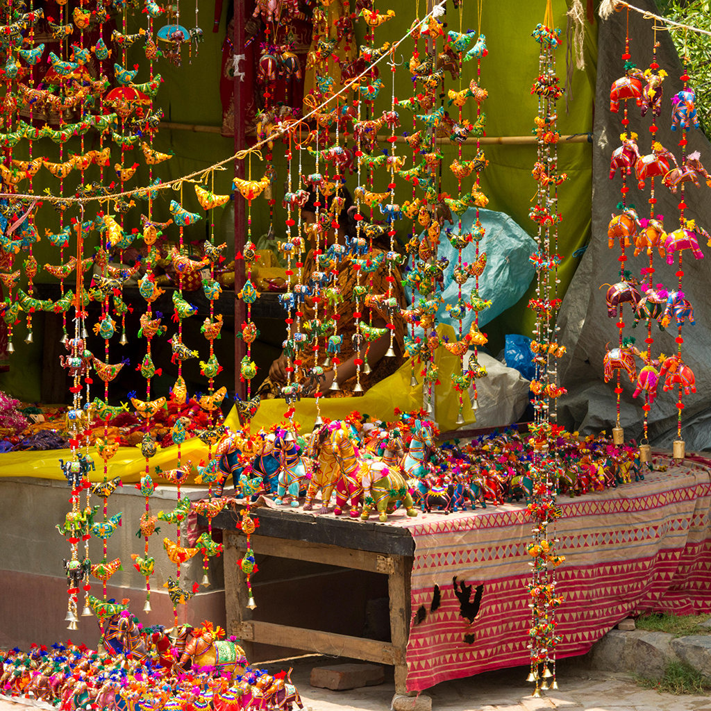 E6PPMD Souvenir stall at Dilli Haat craft market, Delhi. Image shot 2011. Exact date unknown.