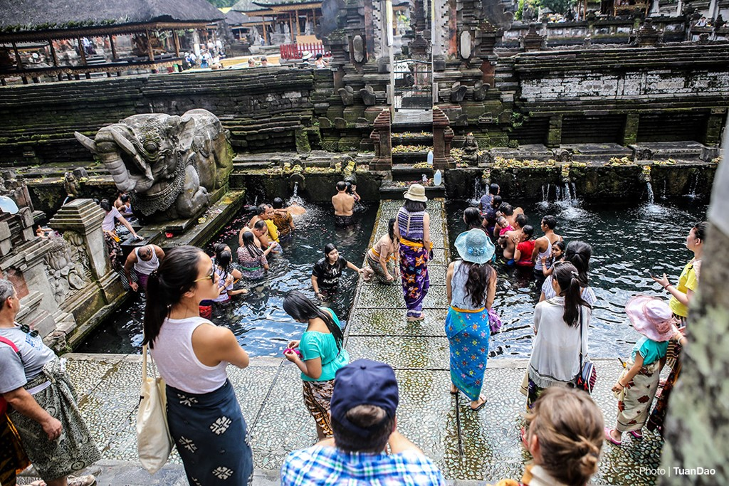 Bathing In Sacred Spring In Bali_a6