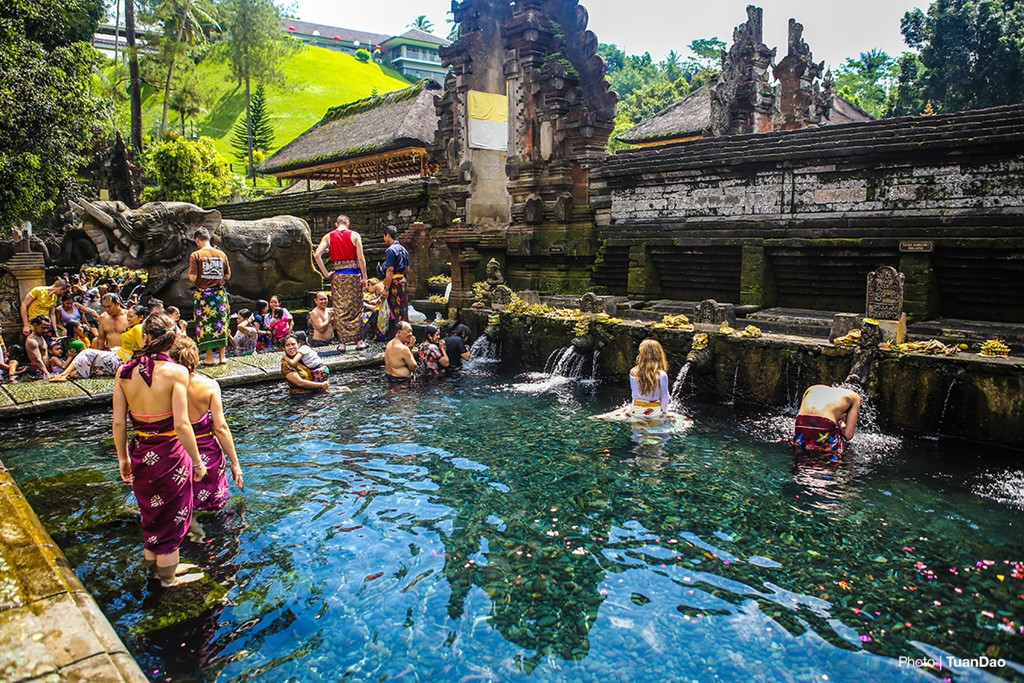 Bathing In Sacred Spring In Bali_a7