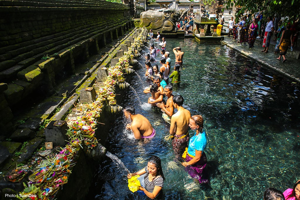 Bathing In Sacred Spring In Bali_a8