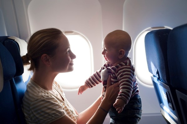Handbook for flying with kids on airplane_1