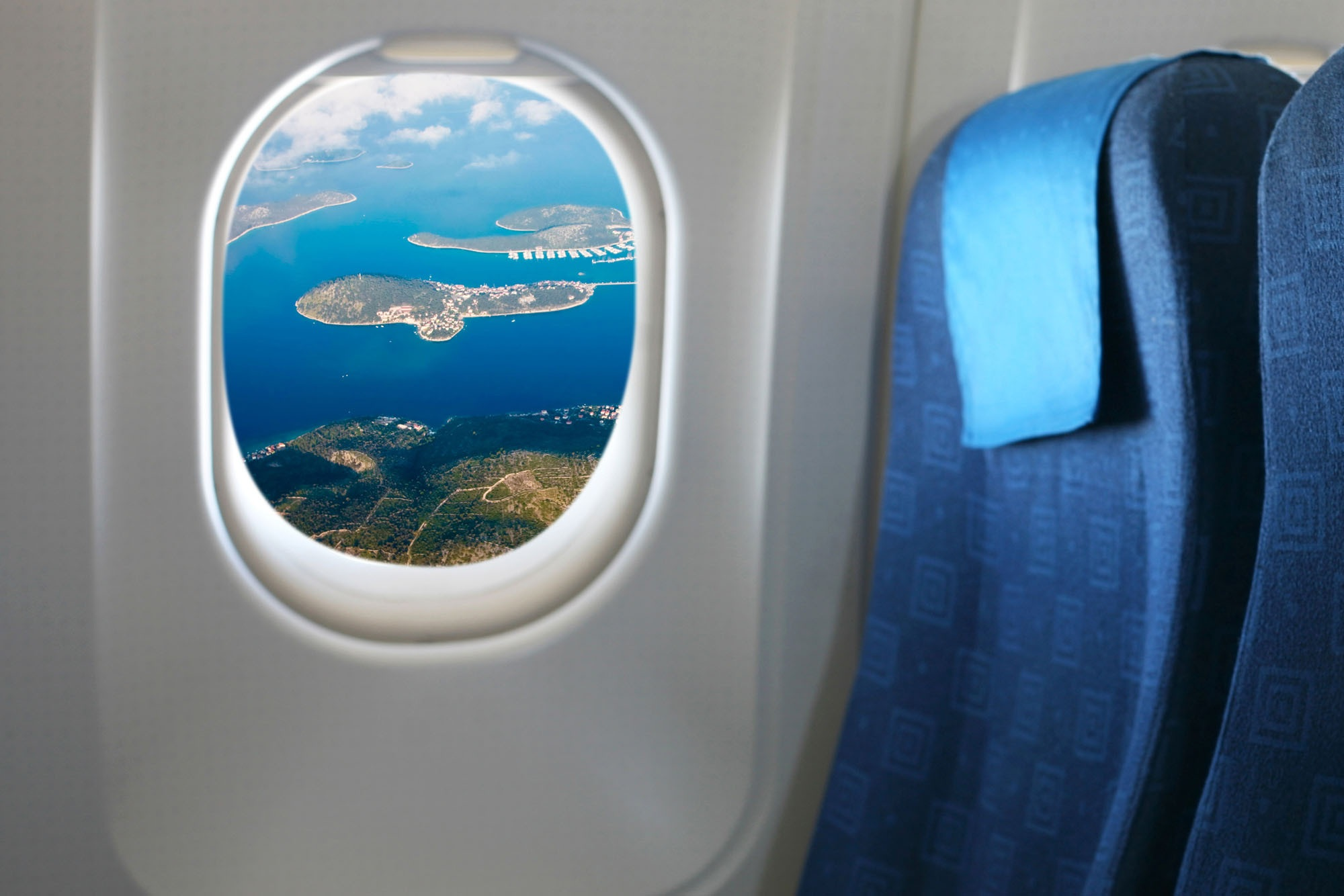 How to choose a quite seat on the airplane_1