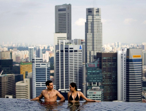 Visit The Gorgeous Infinity Pool In Singapore_4