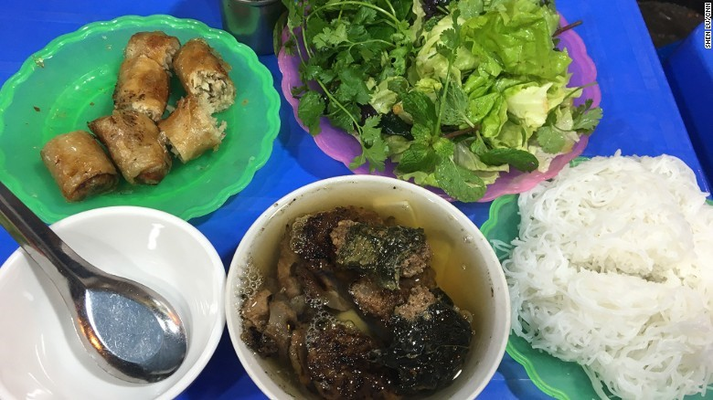 CNN Suggests 10 Must-Try Sidewalk Foods In Vietnam_10