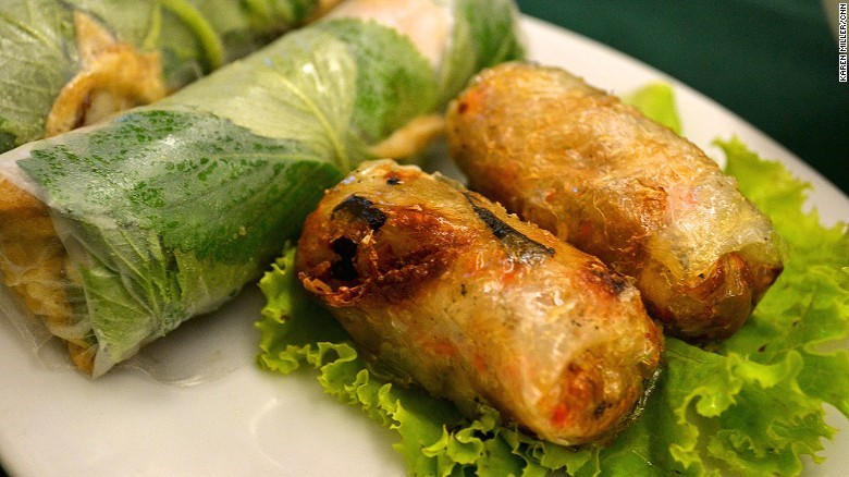 CNN Suggests 10 Must-Try Sidewalk Foods In Vietnam_3