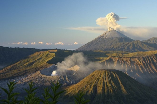 food-sacrifice-ceremony-for-bromo-volcano-1