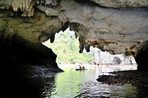 Beautiful Halong Bay caves6