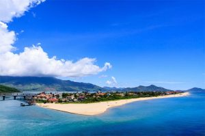What are the most famous bays in Vietnam? - Lang Co Bay